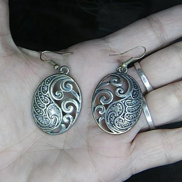 Jewelry - Filigree Drop Earrings